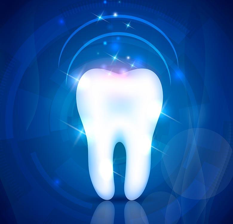 Stomatologas pastebi vos pažeistas karieso danties vietas, apie kurias pacientas net nežino