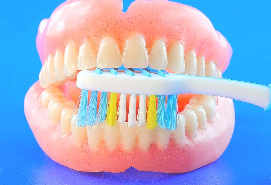 Dantų protezų priežiūra